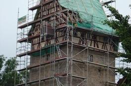 Ausbesserungsarbeiten am Dachstuhl