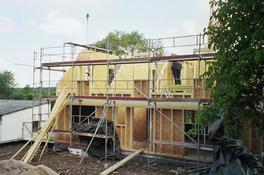 die Dachgeschoss Wände kommen dazu