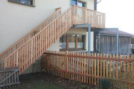 Balkon mit Treppe, sibirische Lärche
